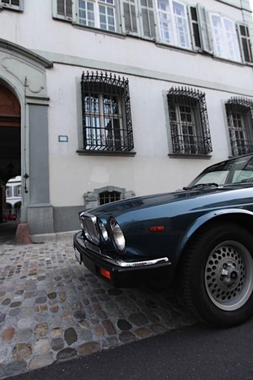 oldtimerbetreuung jaguar xj 6 autoverleih auto mieten vermietung von oldtimern mieten sie. Black Bedroom Furniture Sets. Home Design Ideas